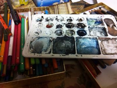 絵の具や色鉛筆の量が半端じゃあ無い
